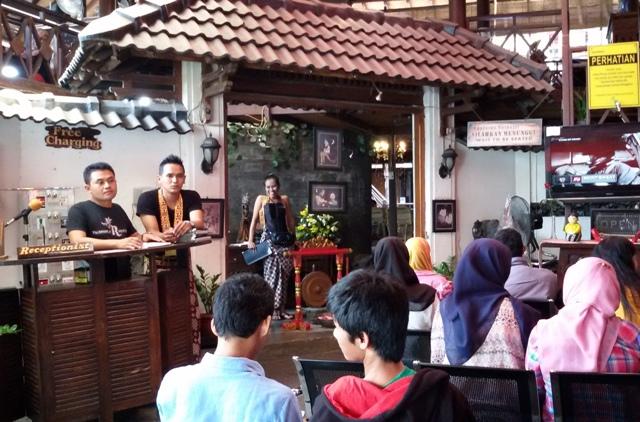 House of Raminten Restaurant : The Unique Restaurant in Yogyakarta