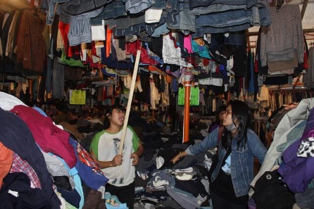 Tren Baju Awul-Awul Tak Pernah Surut di Pasar Malam Sekaten
