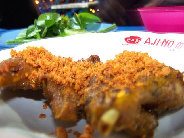 'Nendangnya' Kuliner Bebek Goreng Cak Koting