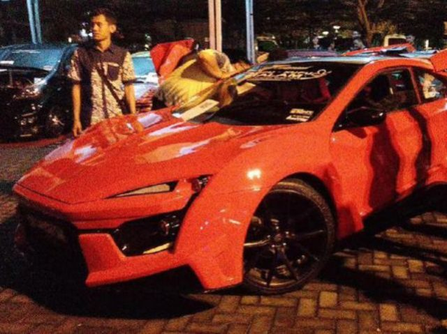replika Lykan Hypersport