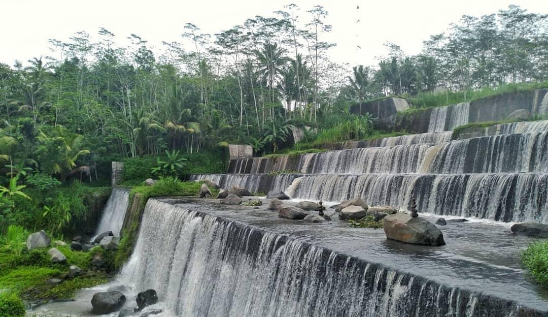 Grojogan Watu Purbo, Destinasi Wisata Buatan Bukan di Kaki Merapi